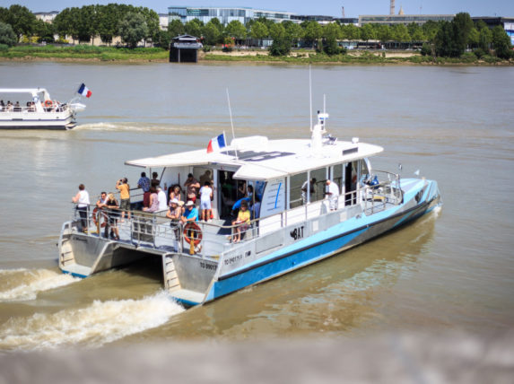 Batcub bateau navette Bordeaux Garonne