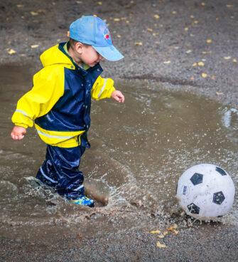 enfant week-end pluvieux