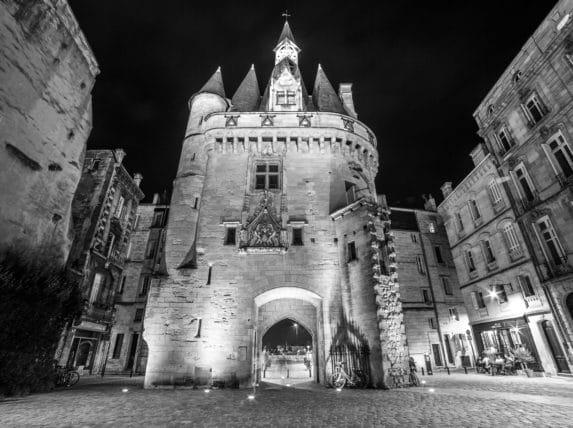 Porte Cailhau Noir et blanc